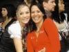 """La actriz Carolina Tejera y Mariola Montero,esposa del presentador Vicente Tepedino, acompaÒaron a Escats en Cinemark el martes. FOTO:CARLOS BORB""""N"""
