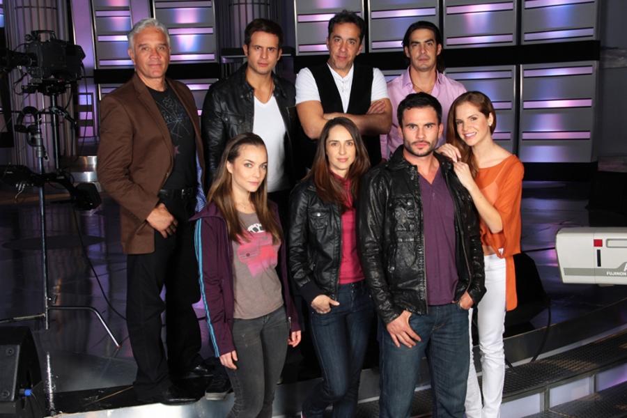 http://www.telenovely.net/wp-content/uploads/2012/08/los-secretos-de-lucia.jpg